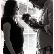 Mother_Father_and_newborn_family_portrait_Little_Penelope